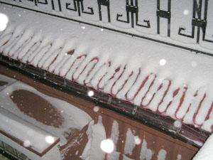 Покрівельна система сніготанення в роботі
