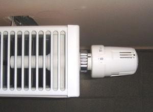 Розміщення терморегулятора відносно радіатора